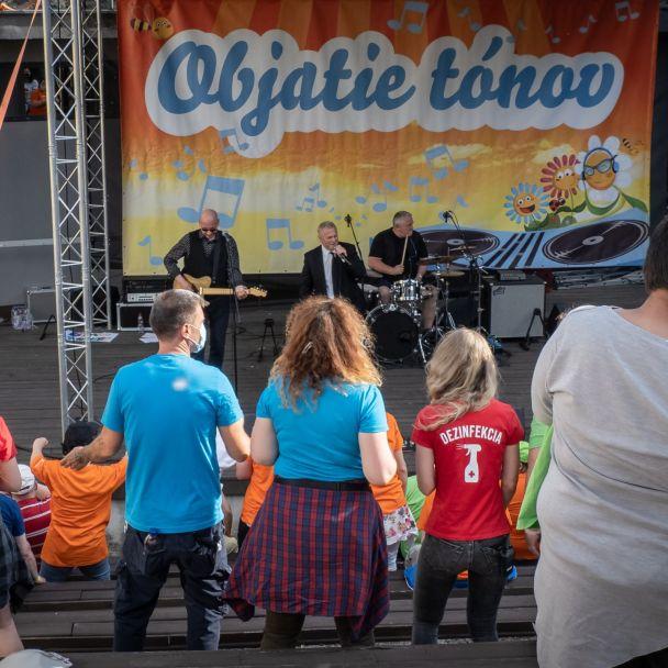 """Benefičný koncert """"Objatie tónov"""", Levice"""