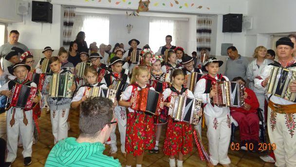 Heligonskárske vystúpenie skupiny Oravský pramienok