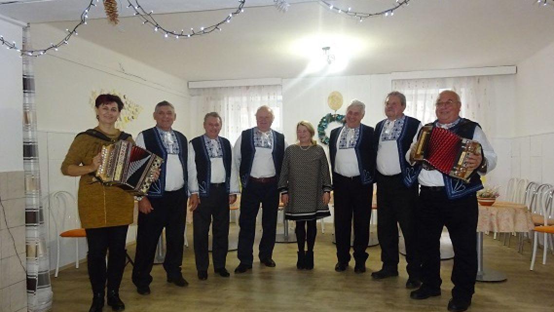 Folklórna spevácka skupina Komjatskí mládenci