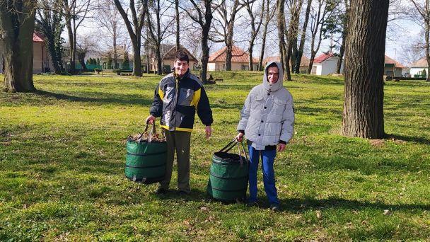 Jarné práce v parku a veľkonočné vyzdobovanie